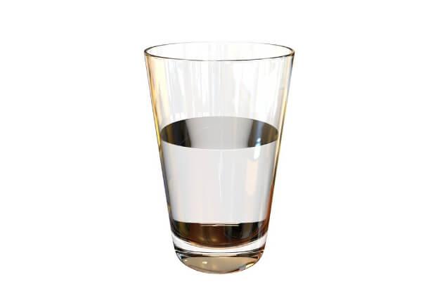 ¿Tomar agua tibia en ayunas sirve o es un mito más?