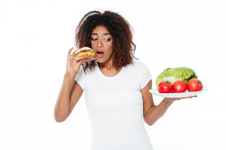 Qué alimentos evitar para adelgazar mis brazos